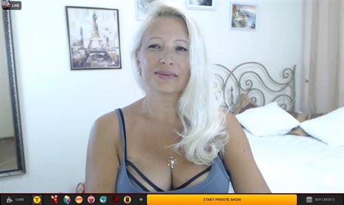 Blonde MILF cam model on LiveJasmin